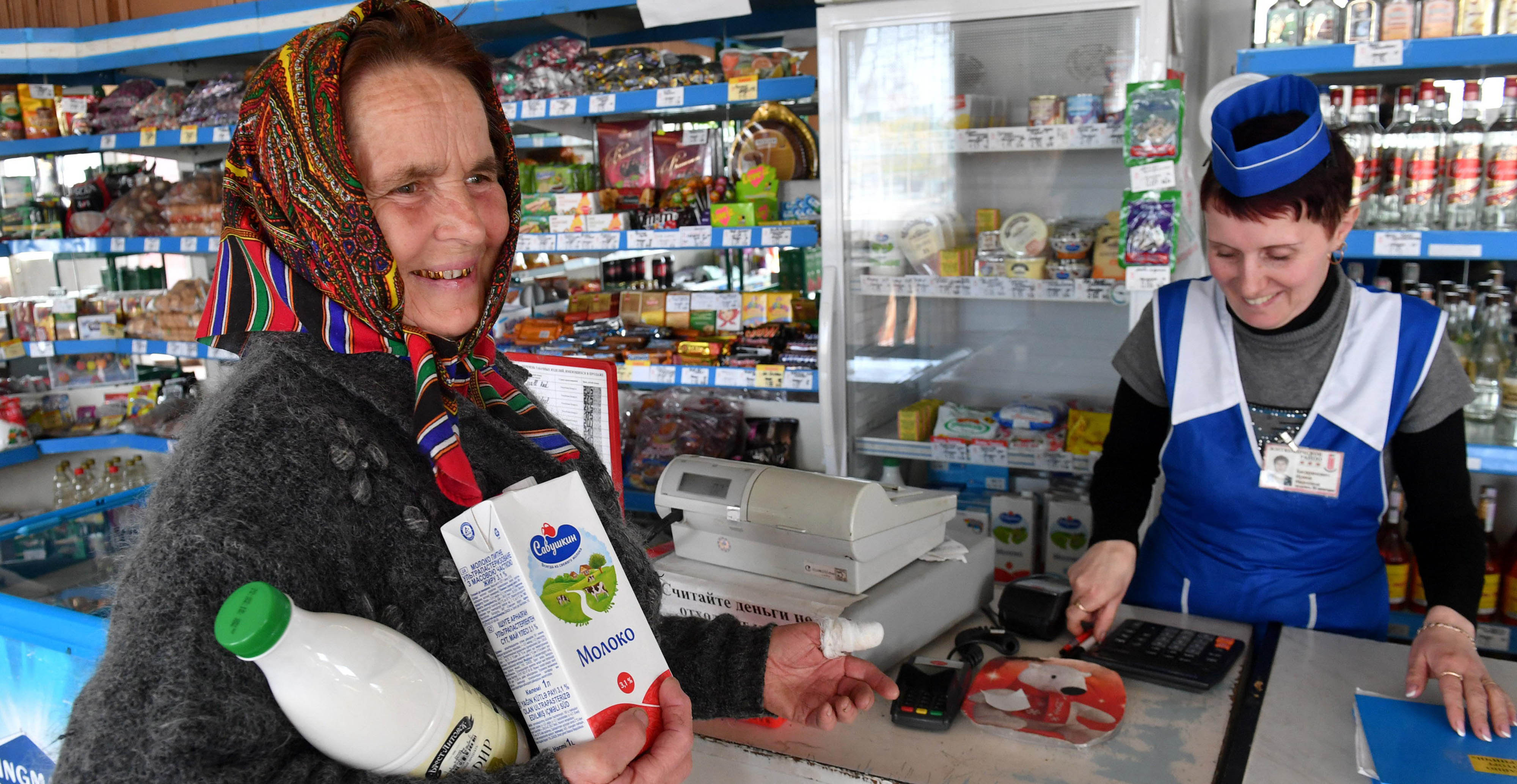 A woman in the city of Turov, Belarus, trades milk in the Belkoopsoyuz cooperative. Photo: ITAR-TASS
