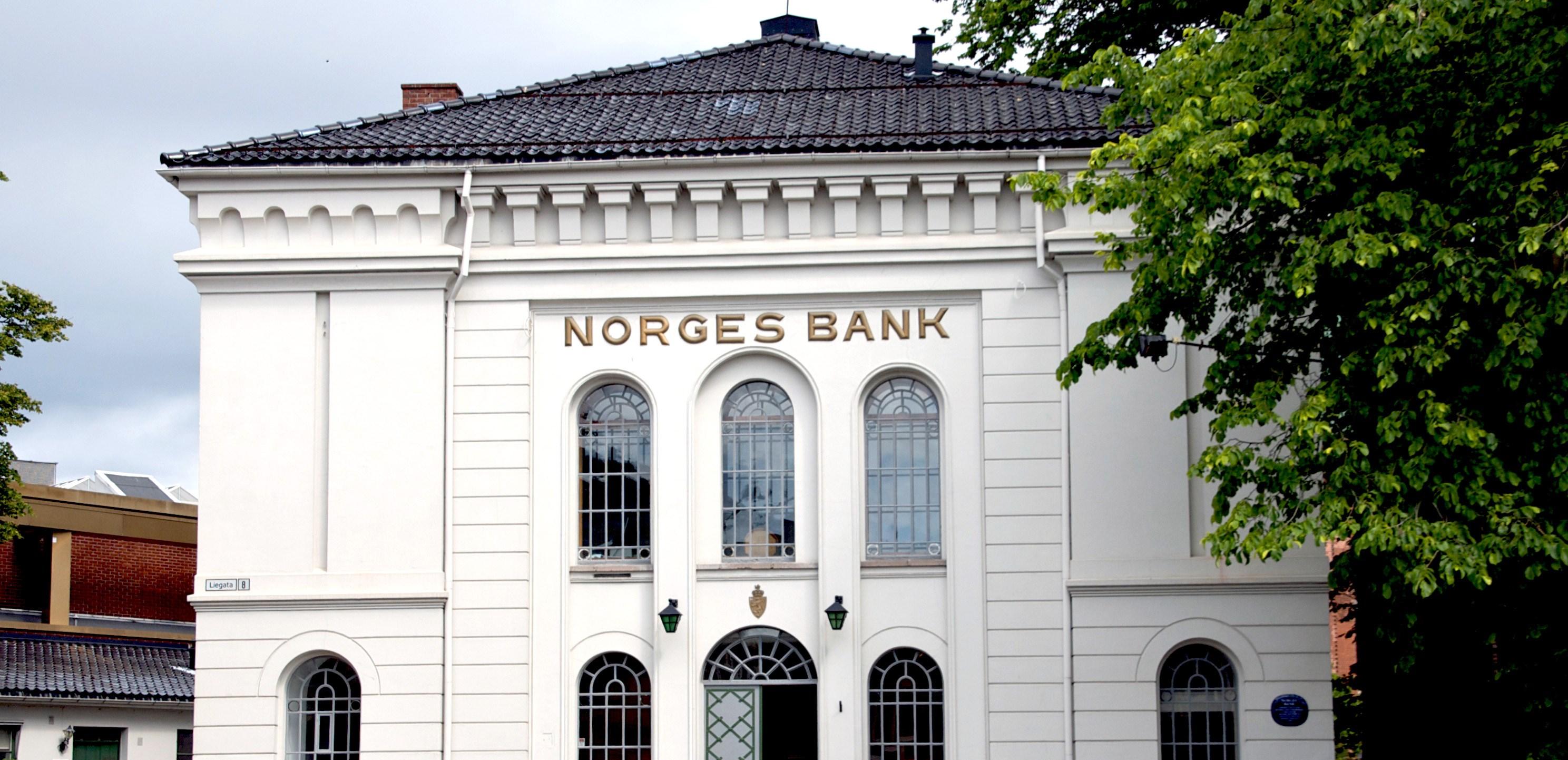b986fc23 Utvalget motiverer dette forslaget ved å påpeke at Norges Banks sentrale  oppgaver og ekspertise ligger innenfor