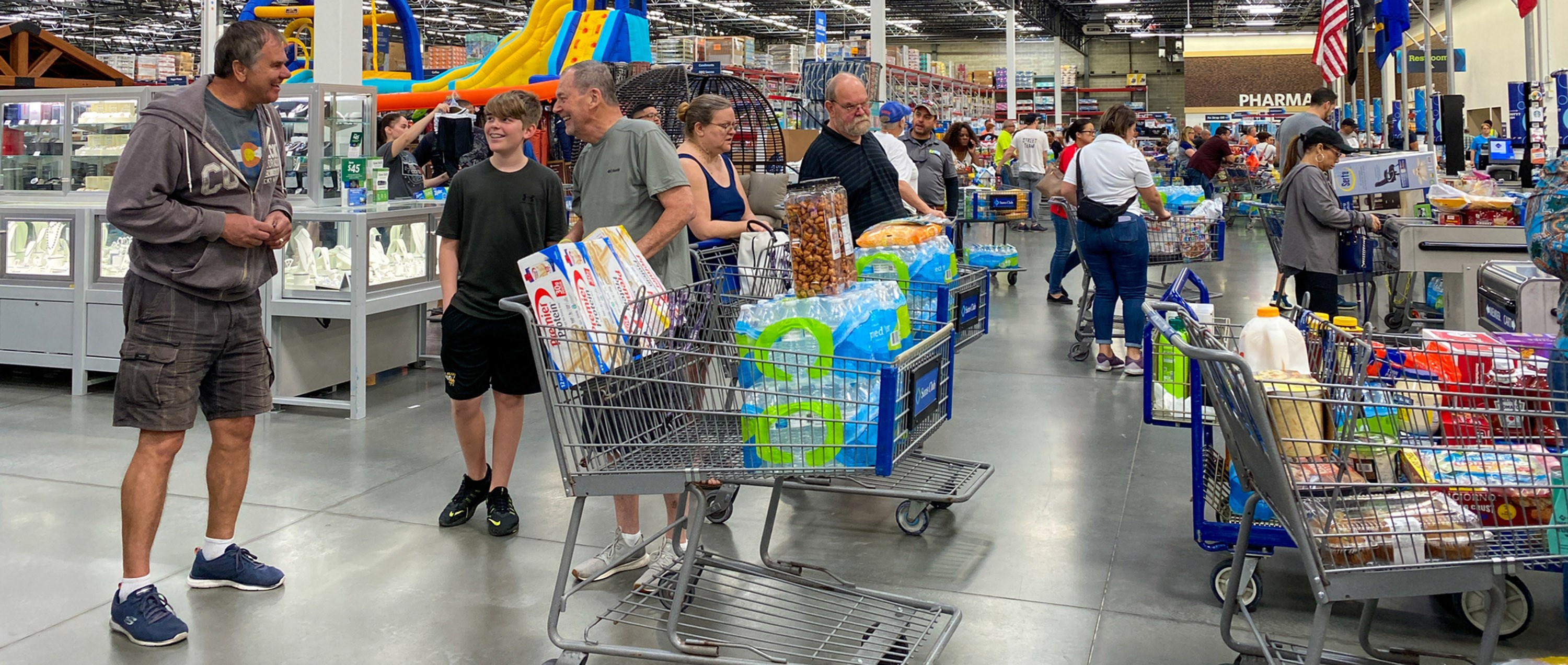 Customers standing in long lines waiting to check out their groceries at a Sams Club in Orlando, Florida due to the hoarding of essential products. Photo: Joni Hanebutt/Dreamstime.com