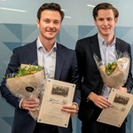 In connection with the Lehmkuhl lecture in October, Herman Johan Bomholt and Torsten Stangeland Thune were awarded a grant of NOK 25,000 for their master's thesis. Photo: Helge Skodvin